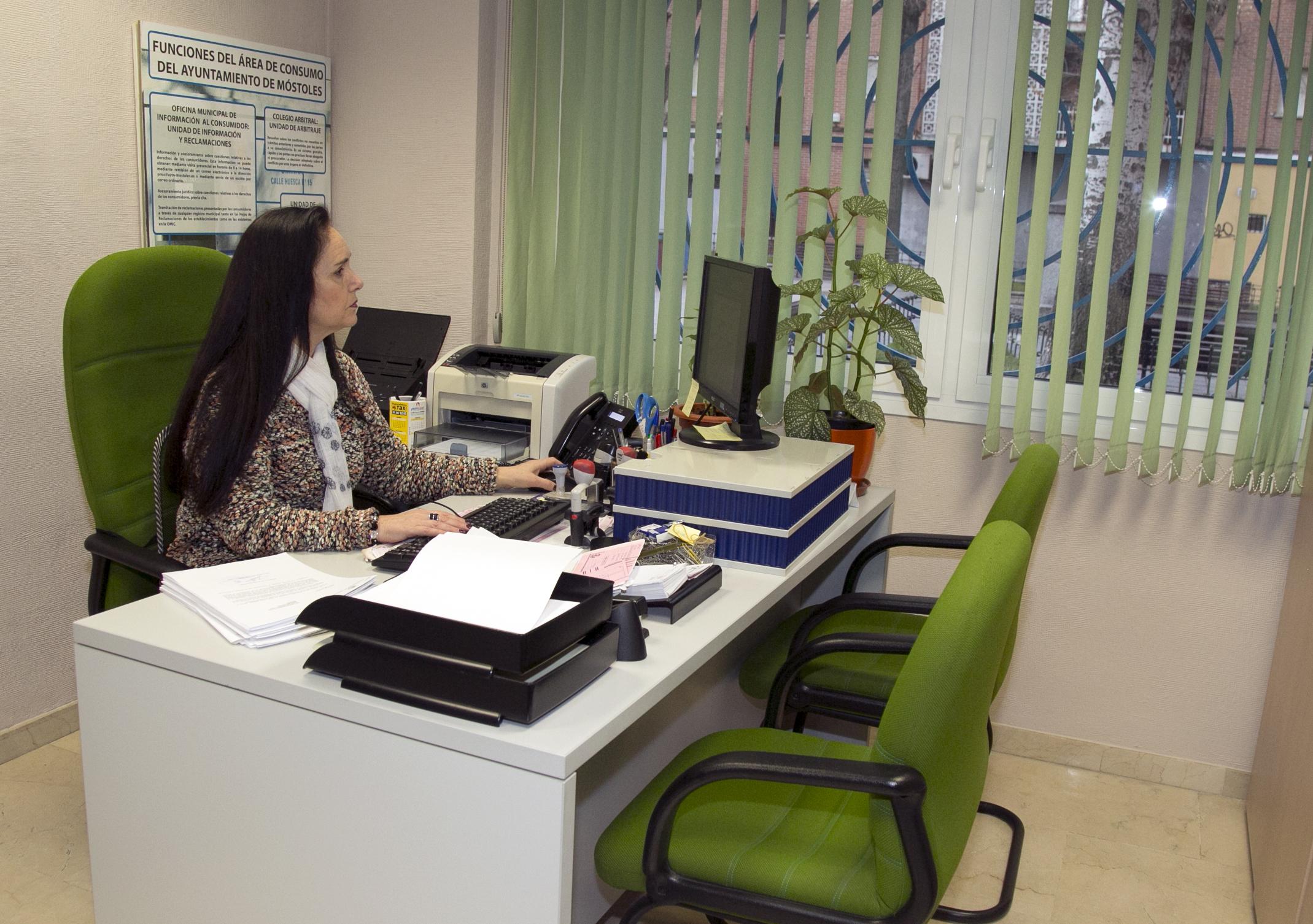 El ayuntamiento de m stoles asesora a las personas for Hipotecas afectadas por el suelo